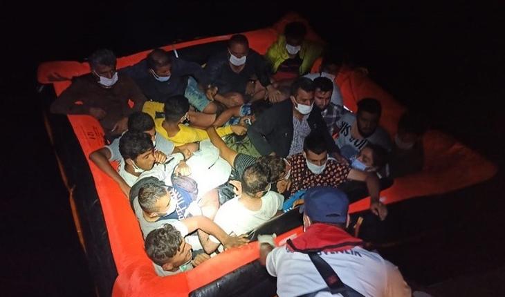 Bodrum açıklarında Türk kara sularına itilen 37 düzensiz göçmen kurtarıldı
