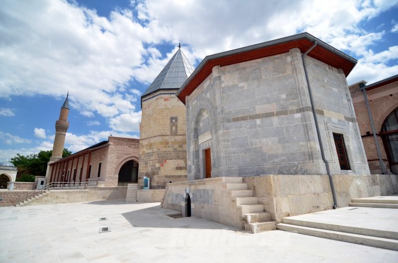 Selçuklu mimarisinin kalbi Konya, kültür varlıklarıyla turistlerin ilgisini çekiyor