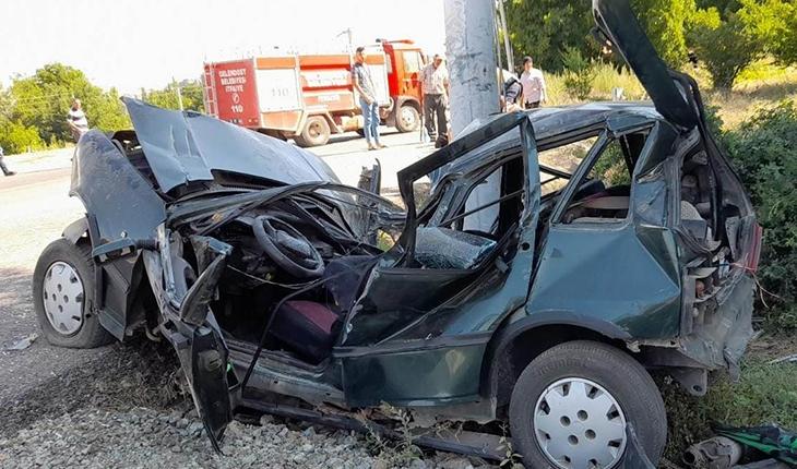 Otomobil durağa çarptı: 2'si ağır 5 yaralı