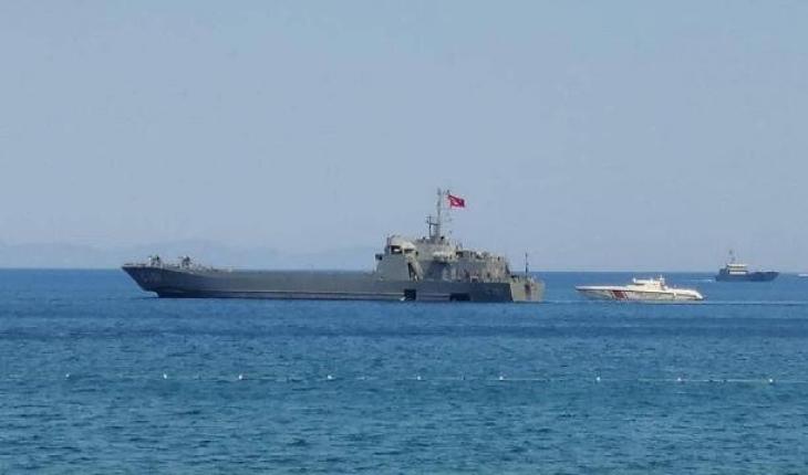 Turunç'ta yangından etkilenenler çıkartma gemileriyle tahliye ediliyor
