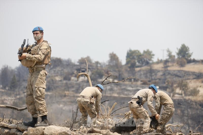 Terörle mücadelenin kahraman komandoları Manavgat'taki orman yangını sonrası seferber oldu