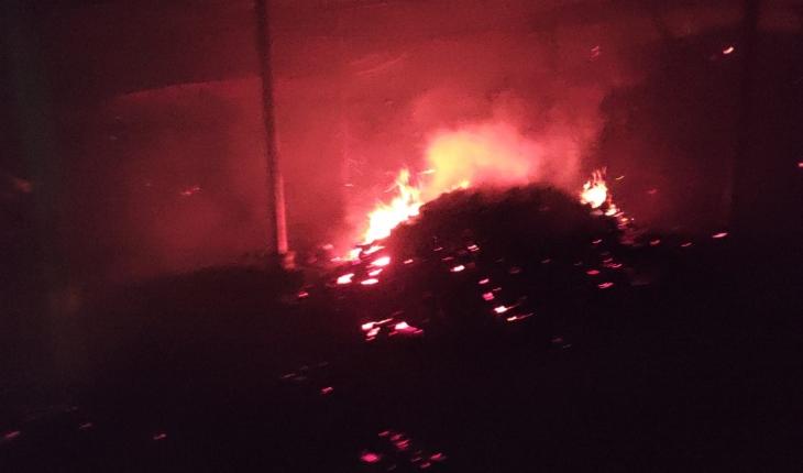 Konya'da ahır yangını: 50 ton saman kül oldu