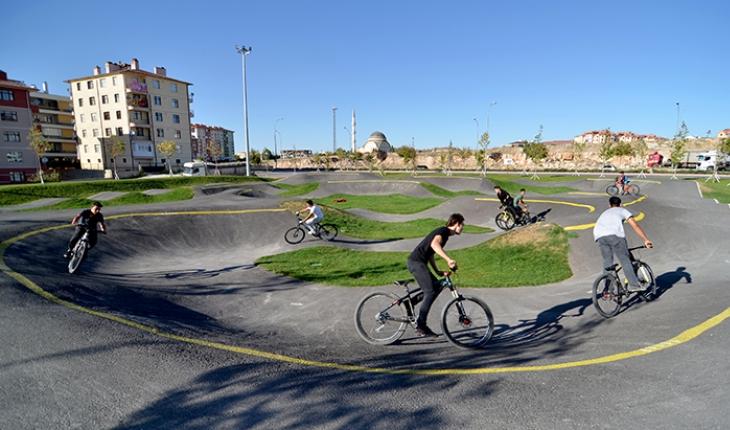 Konya'da bisiklet ve kaykayın kalbi bu mekanda atıyor