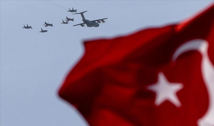 Türkiye ve Azerbaycan uçakları TEKNOFEST öncesi İstanbul'u selamladı