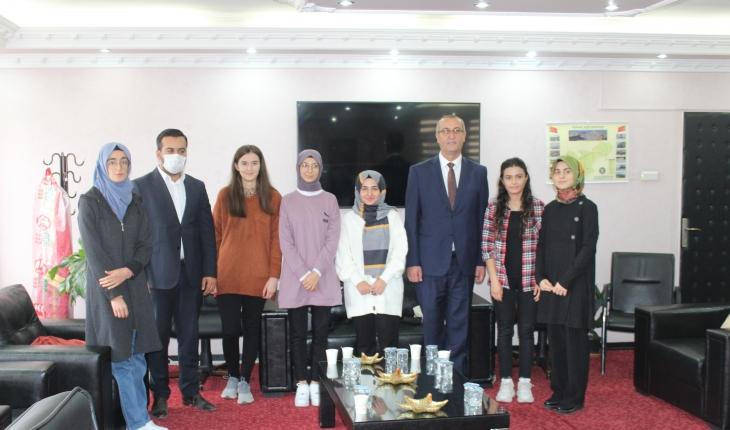 Yunak'ta YKS'de başarı olan öğrenciler ödüllendirildi