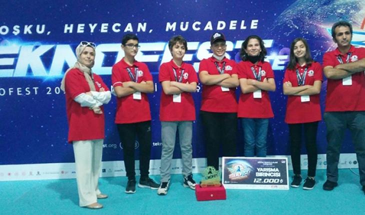 Meram'da bilim kurtları TEKNOFEST'ten birincilikle döndü